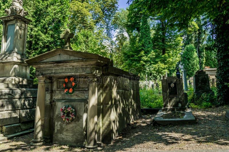 Αρχαία crypts και γοτθικοί τάφοι στο αρχαίο καθολικό νεκροταφείο στοκ φωτογραφίες