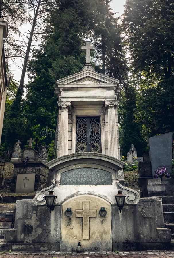 Αρχαία crypts και γοτθικοί τάφοι στο αρχαίο καθολικό νεκροταφείο στοκ φωτογραφία