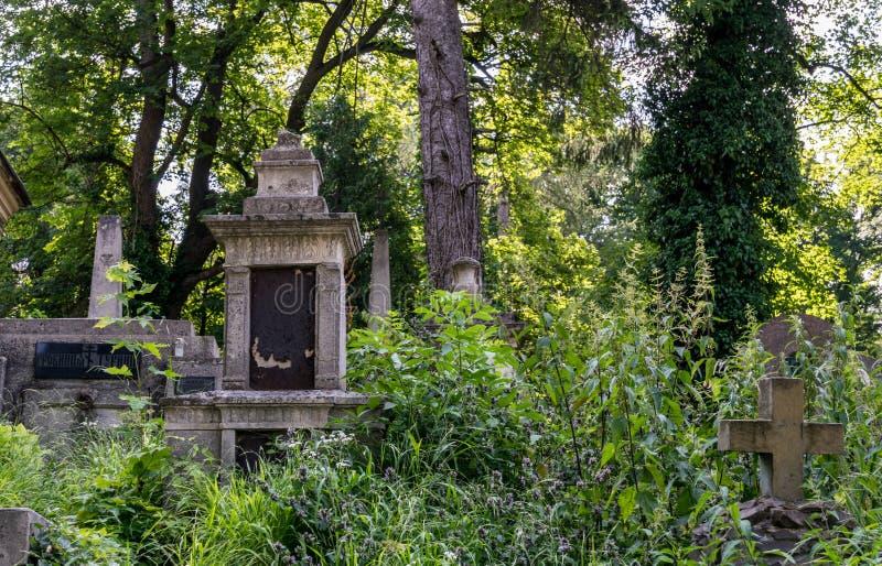 Αρχαία crypts και γοτθικοί τάφοι στο αρχαίο καθολικό νεκροταφείο στοκ φωτογραφία με δικαίωμα ελεύθερης χρήσης