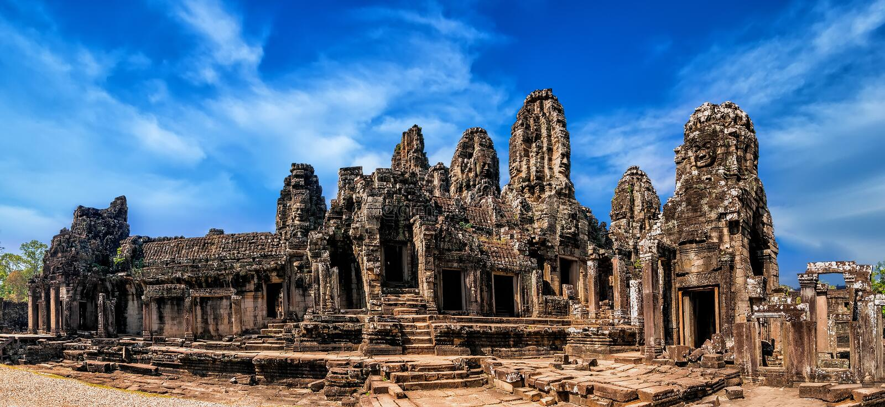 Αρχαία Khmer αρχιτεκτονική Άποψη πανοράματος του ναού Bayon στο ANG στοκ φωτογραφίες