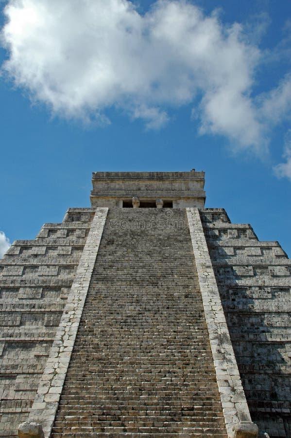 αρχαία mayan όψη πυραμίδων στοκ εικόνα με δικαίωμα ελεύθερης χρήσης