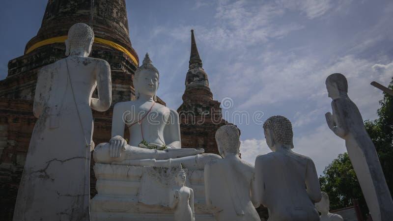 Αρχαίες άγαλμα και παγόδα του Βούδα στοκ εικόνες