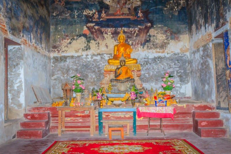 Αρχαίες εικόνες του Βούδα εκείνο το άγαλμα στην καταστροφή στοκ φωτογραφίες