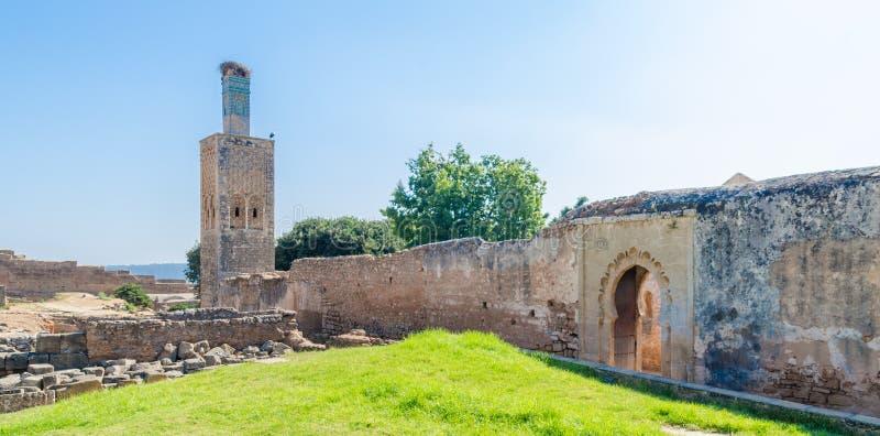 Αρχαίες καταστροφές νεκρόπολη Chellah με το μουσουλμανικό τέμενος και το μαυσωλείο στο Μαρόκο ` s η κύρια Rabat, Μαρόκο, Βόρεια Α στοκ εικόνα