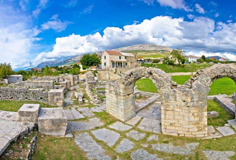 Αρχαίες καταστροφές της άποψης Solin στοκ εικόνες
