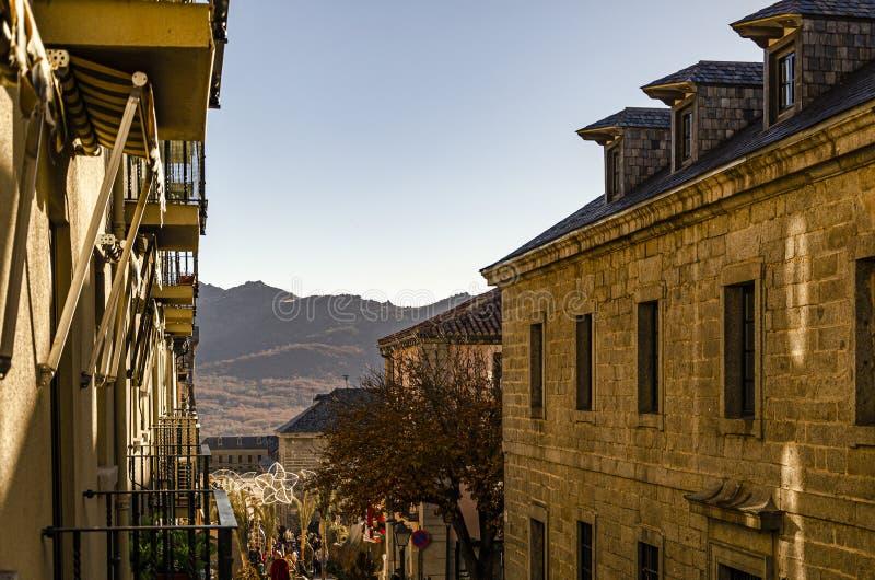 Αρχαίες μεσαιωνικές κατασκευές στην πόλη EL Escorial Μαδρίτη Ισπανία στοκ εικόνες με δικαίωμα ελεύθερης χρήσης