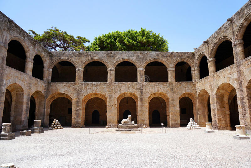 Αρχαίες νοσοκομείο και αψίδα στοκ εικόνα