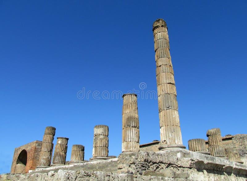 Αρχαίες ρωμαϊκές καταστροφές της Πομπηίας - τοίχοι και στήλες της Πομπηίας Scavi στοκ φωτογραφία