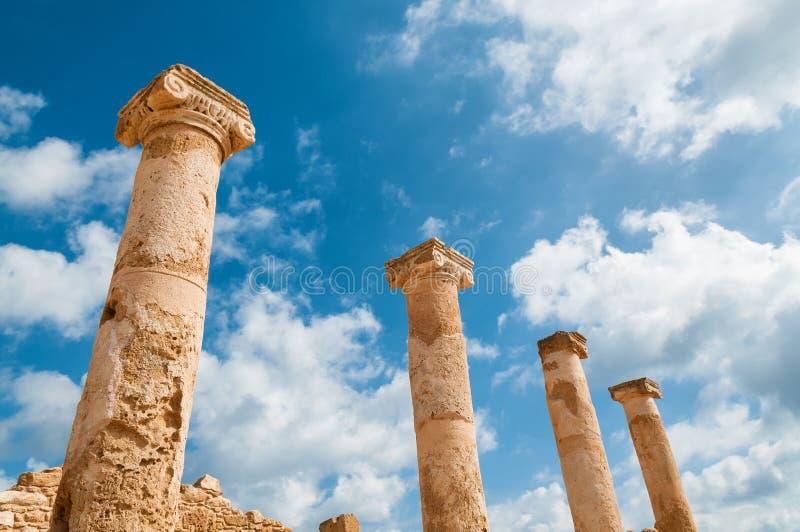 Αρχαίες στήλες επί του αρχαιολογικού τόπου στη Kato Πάφος Πάφος, Κύπρος στοκ εικόνα με δικαίωμα ελεύθερης χρήσης