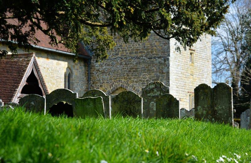 Αρχαίες ταφόπετρες στο νεκροταφείο εκκλησιών ST James, Stedham, Σάσσεξ στοκ φωτογραφία με δικαίωμα ελεύθερης χρήσης