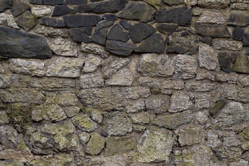 Αρχαίοι τοίχοι που χτίζονται του γκρίζου και μαύρου φυσικού υποβάθρου βάσεων πετρών στοκ εικόνες