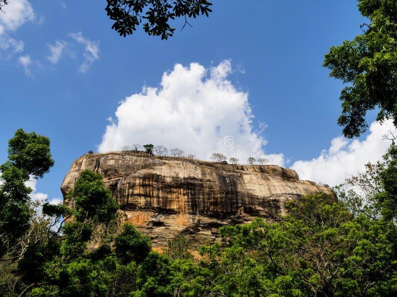 Αρχαίος βράχος Sigiriya στη Σρι Λάνκα στοκ εικόνες
