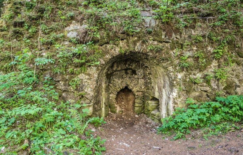 Αρχαίος κλίβανος ασβέστη στα ξύλα Trentino Alto Adige, κοντά σε Racines στην Ιταλία στοκ εικόνες με δικαίωμα ελεύθερης χρήσης