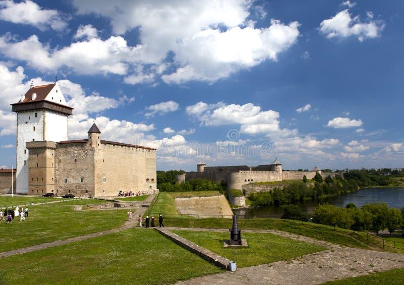 αρχαίος πίσω ποταμός Ρωσία δύο συμβαλλόμενων μερών narva φρουρίων της Εσθονίας συνόρων ivangorod που Narva, Εσθονία και Ivangorod στοκ φωτογραφίες