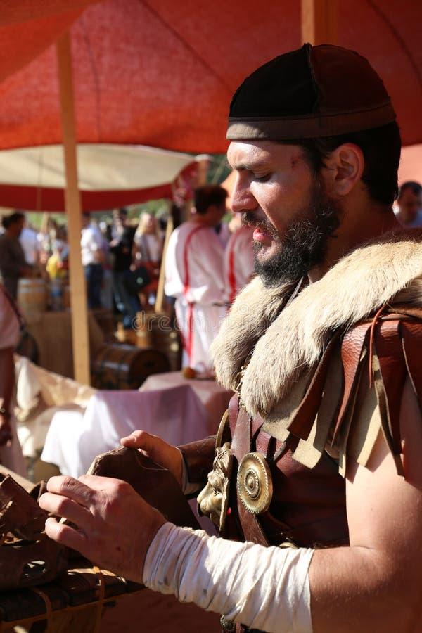 Αρχαίος - ρωμαϊκοί στρατιώτης και υποδηματοποιός στο τεθωρακισμένο στοκ φωτογραφία