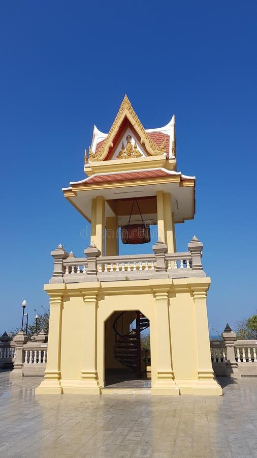 Αρχαίος ταϊλανδικός πύργος κουδουνιών στο ναό στοκ φωτογραφία με δικαίωμα ελεύθερης χρήσης
