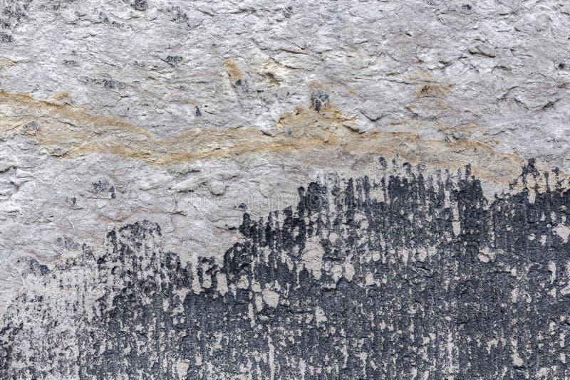 Αρχαίος τοίχος με το ασβεστοκονίαμα αποφλοίωσης Παλαιό κατασκευασμένο υπόβαθρο συμπαγών τοίχων στοκ φωτογραφία με δικαίωμα ελεύθερης χρήσης