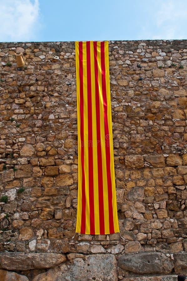 αρχαίος τοίχος σημαιών της Καταλωνίας στοκ φωτογραφία με δικαίωμα ελεύθερης χρήσης