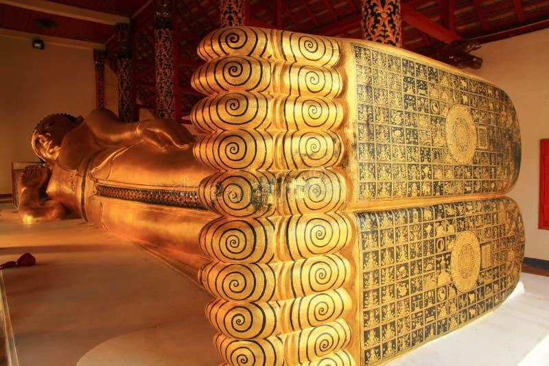 αρχαίος ύπνος του Βούδα στοκ φωτογραφίες