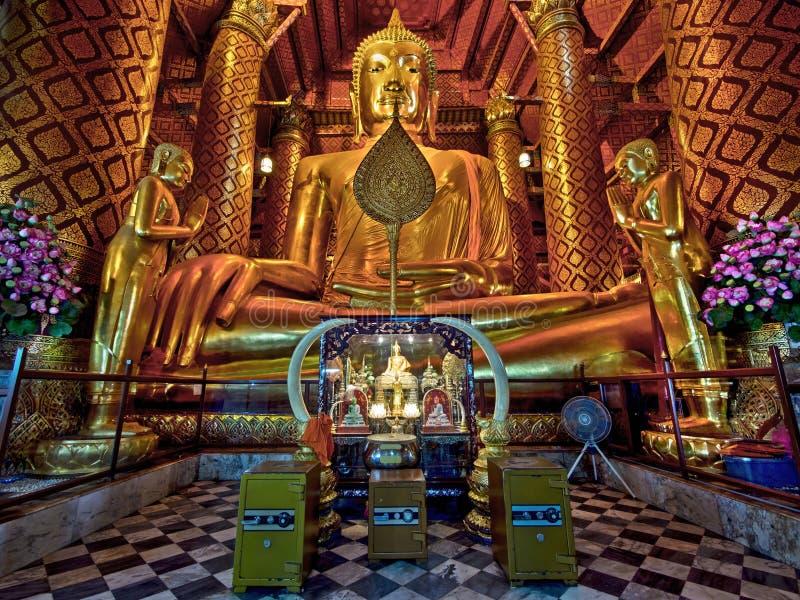 Αρχαίο άγαλμα του Βούδα σε Wat Phanan Choeng, Ayutthaya, Ταϊλάνδη στοκ εικόνες