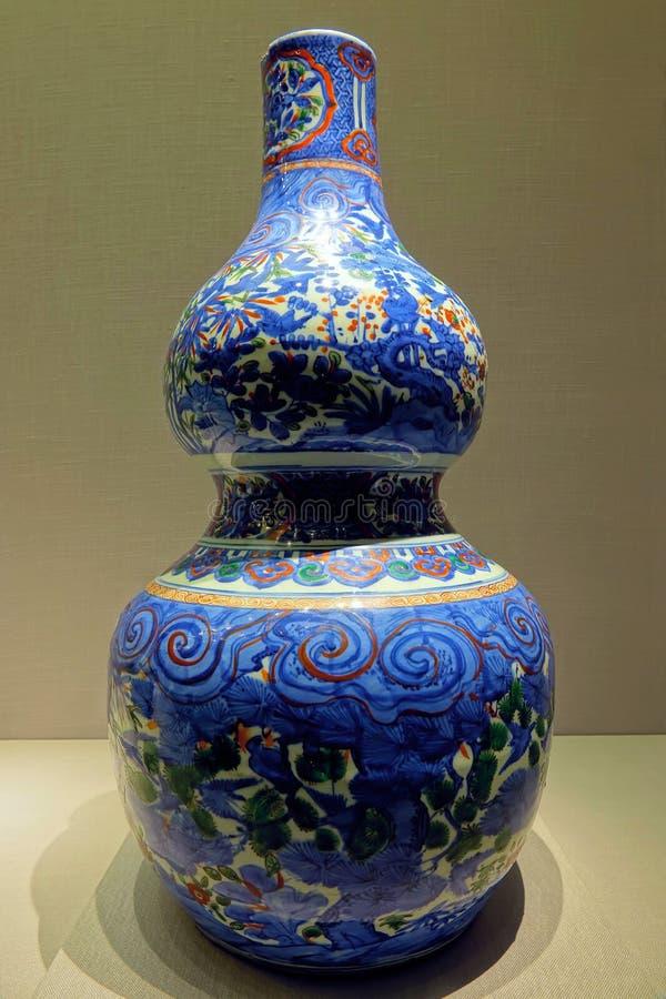 Αρχαίο βάζο πορσελάνης ραχών στοκ εικόνα με δικαίωμα ελεύθερης χρήσης