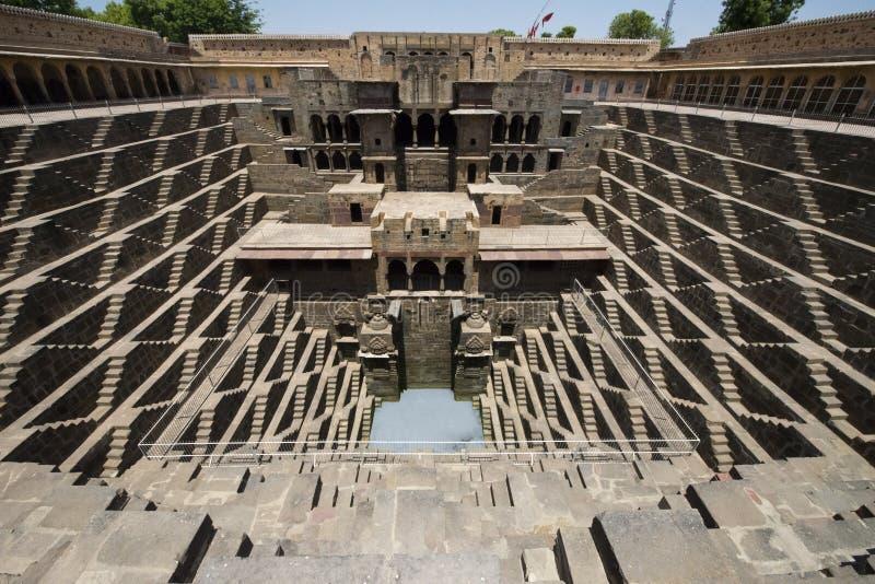 Αρχαίο βήμα καλά, έλξη ταξιδιού τουριστών στην Ινδία στοκ εικόνα