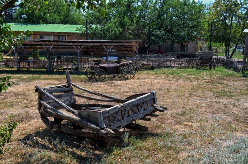 Αρχαίο βαγόνι εμπορευμάτων Cossack στο enokomplex Don στοκ φωτογραφία