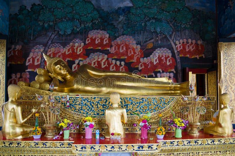 Αρχαίο γλυπτό του ξαπλώνοντας Βούδα Βουδιστικός ναός Wat Bowonniwet bangkok thailand στοκ φωτογραφίες με δικαίωμα ελεύθερης χρήσης