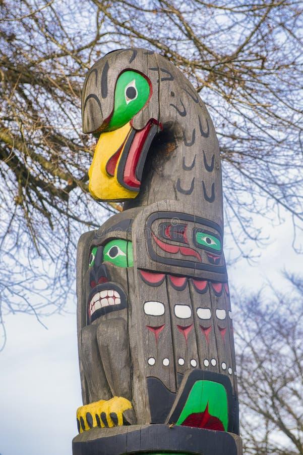 Αρχαίο ζωηρόχρωμο τοτέμ Πολωνός στο Duncan, Βρετανική Κολομβία, Καναδάς στοκ εικόνα με δικαίωμα ελεύθερης χρήσης
