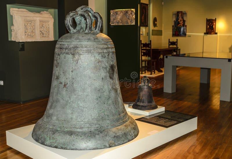Αρχαίο κουδούνι στο μουσείο στοκ εικόνες