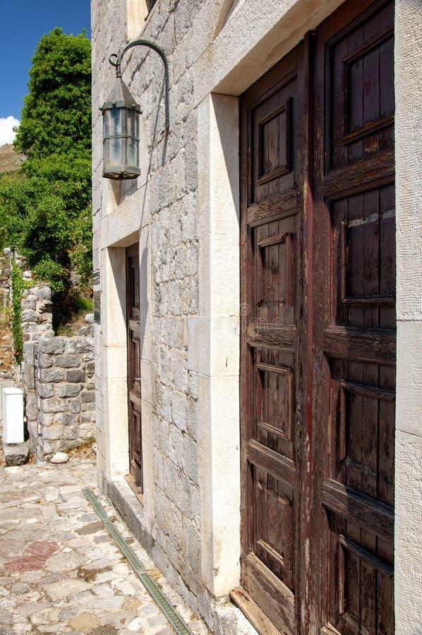 Αρχαίο κτήριο τούβλου στον παλαιό φραγμό φρουρίων, Μαυροβούνιο Παλαιά στοκ εικόνες