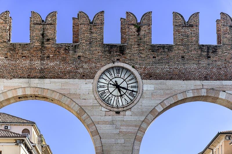 Αρχαίο μέρος οικοδόμησης στη Βερόνα Ιταλία στοκ εικόνα