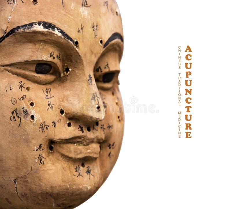 Αρχαίο ξύλινο πρόσωπο που παρουσιάζει σημεία βελονισμού στοκ εικόνες με δικαίωμα ελεύθερης χρήσης