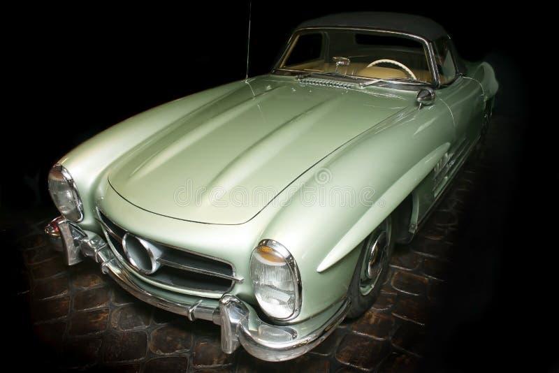 Αρχαίο πράσινο αυτοκίνητο πολυτέλειας στοκ φωτογραφία