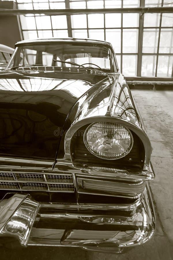 Αρχαίο σοβιετικό αυτοκίνητο πολυτέλειας στοκ εικόνες