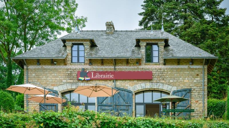 Αρχαίο σπίτι βιβλιοθηκών στη γαλλική Βρετάνη στοκ εικόνες