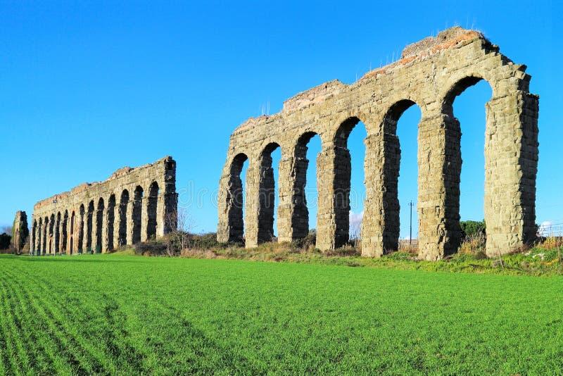 αρχαίο υδραγωγείο Ρωμαίος στοκ εικόνα
