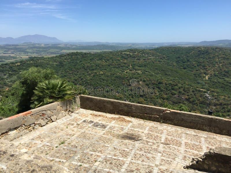 Αρχαίο φρούριο στο βουνό στοκ εικόνες