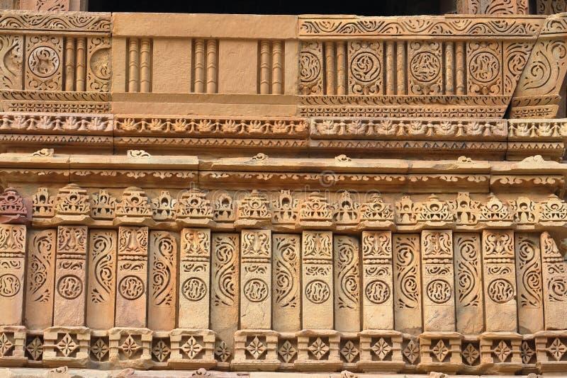 Αρχαίο όμορφο καλλιτεχνικό παράθυρο των ναών khajurahos στοκ εικόνες