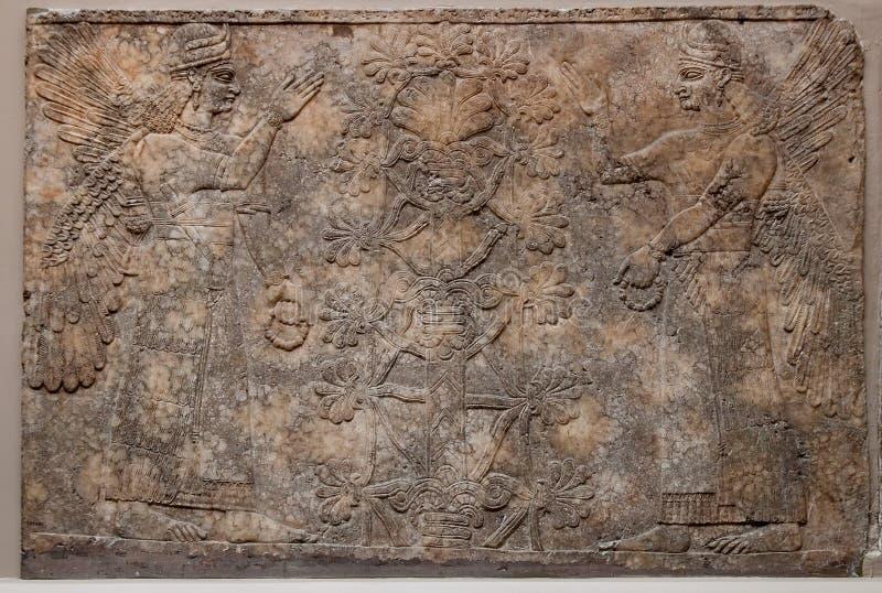 αρχαίο assyrian ανάγλυφο s Θεών απ στοκ εικόνες