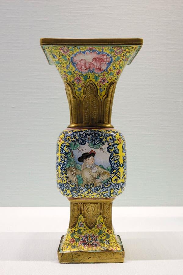 Αρχαίο goblet σμάλτων ραχών στοκ φωτογραφία με δικαίωμα ελεύθερης χρήσης