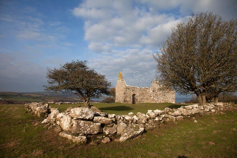 αρχαίο lligwy χωριό παρεκκλησιών στοκ φωτογραφίες