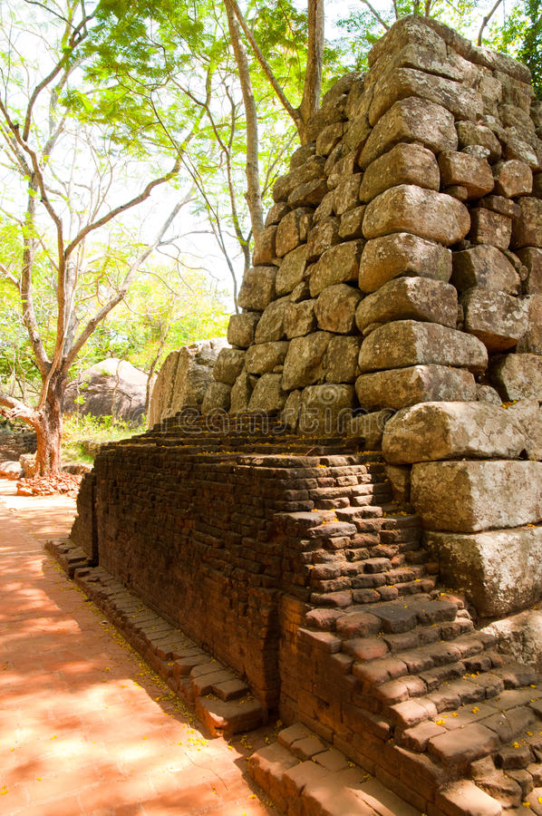 αρχαίο sigiriya καταστροφών παλατιών στοκ εικόνες