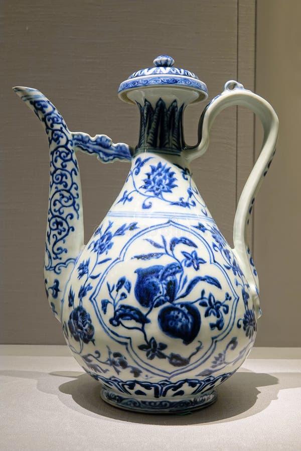 Αρχαίο teapot πορσελάνης ραχών μπλε-και-άσπρο στοκ φωτογραφία με δικαίωμα ελεύθερης χρήσης