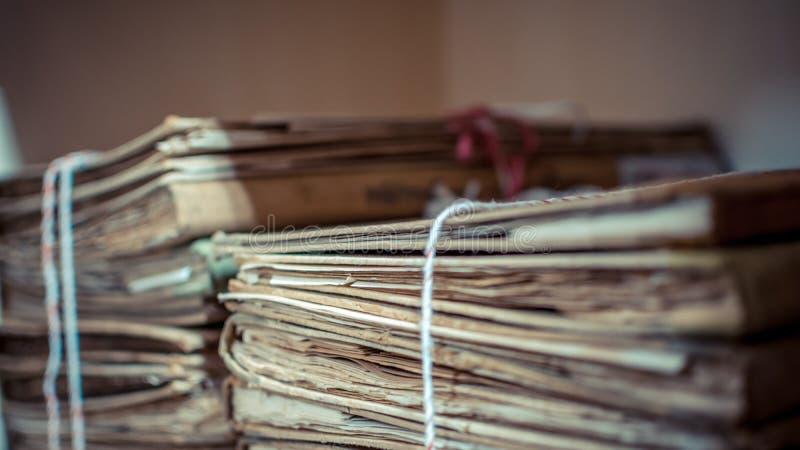 Αρχεία από χαρτί στα παλαιά έγγραφα φακέλλων ή την παλαιά επιστολή στοκ φωτογραφία με δικαίωμα ελεύθερης χρήσης