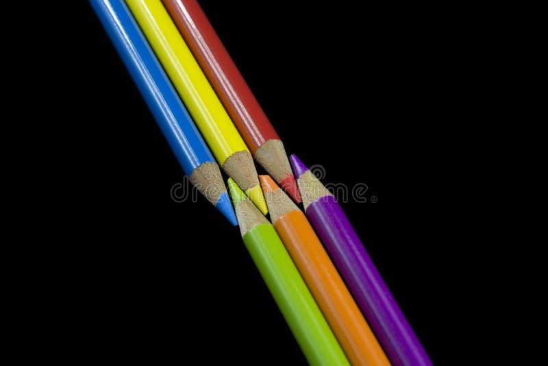 6 αρχικά και δευτεροβάθμια χρωματισμένα μολύβια στοκ εικόνα