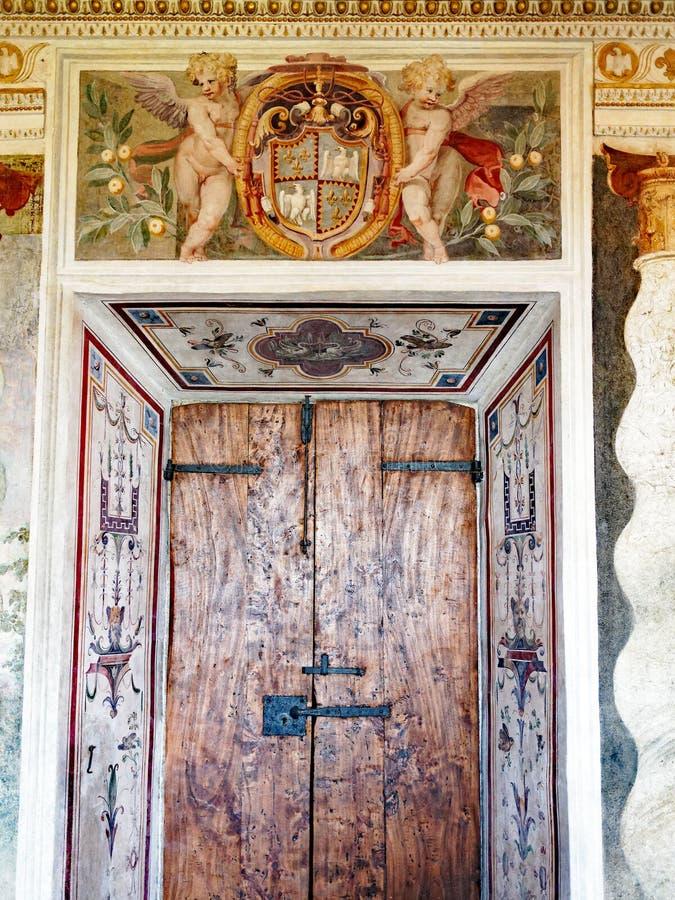 Αρχική πόρτα και νωπογραφία, βίλα δ Este, Tivoli, Ιταλία στοκ φωτογραφίες με δικαίωμα ελεύθερης χρήσης