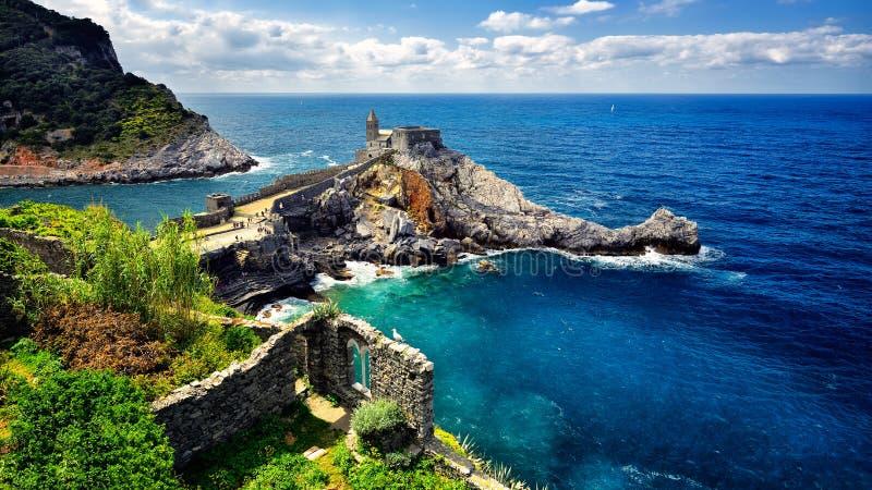 Αρχιτεκτονικά κτήρια και τοπίο Portovenere στο θερινό χρόνο στοκ φωτογραφίες με δικαίωμα ελεύθερης χρήσης