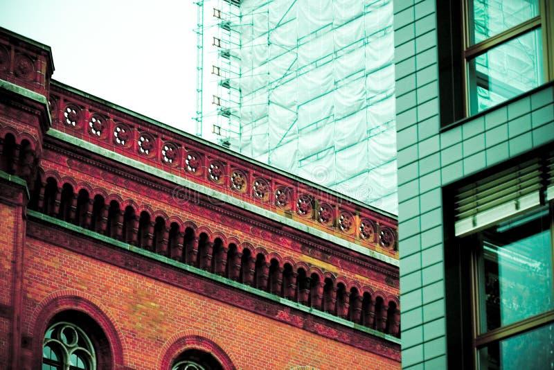 αρχιτεκτονική αντίθεση του Βερολίνου στοκ εικόνες