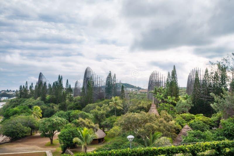 Αρχιτεκτονική ενσωματωμένη στη φύση στο Μουσείο Εγγενούς Τέχνης στη Νουμέα στοκ εικόνες
